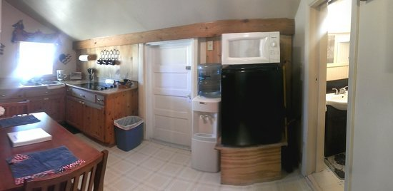 Country Cabins B&B: Small, but adequate kitchen