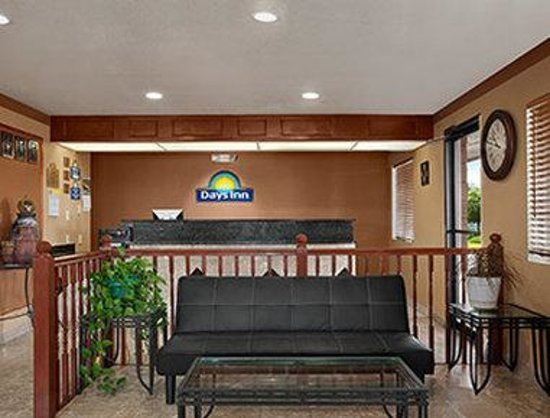 Days Inn by Wyndham Sierra Vista: Lobby