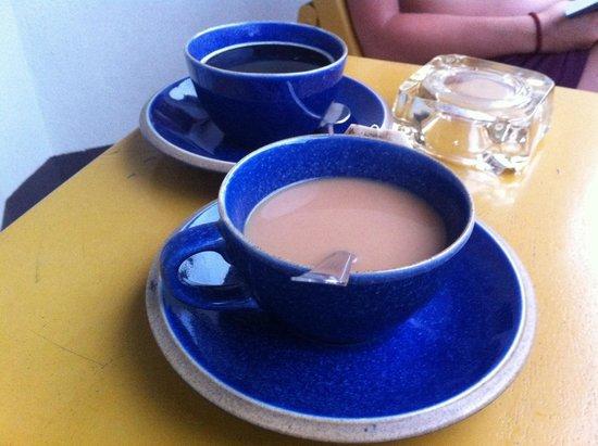 Anyavee Ban Ao Nang Resort : Kaffe på altanen på stedet