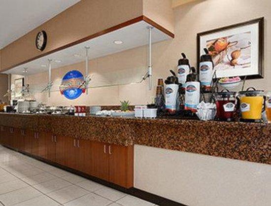 Baymont Inn & Suites Columbia Northwest: Breakfast Area