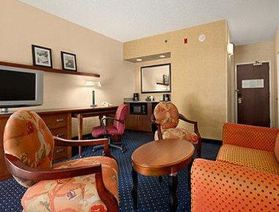 Baymont Inn & Suites Columbia Northwest: King Suite