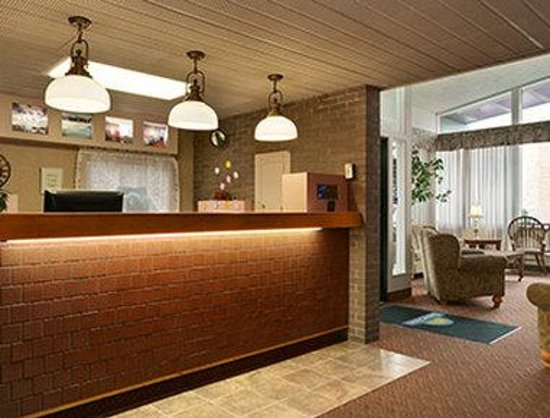 Days Inn & Suites Rhinelander: Lobby