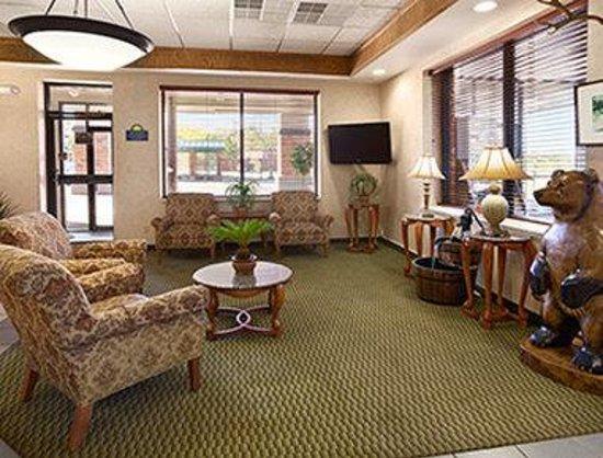 Days Inn & Suites Trinidad: Lobby
