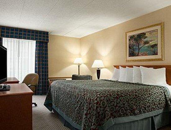 Days Inn - Rock Falls: Standard King Room