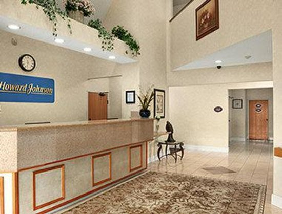 Howard Johnson Inn and Suites Vancouver by Vancouver Mall : Lobby