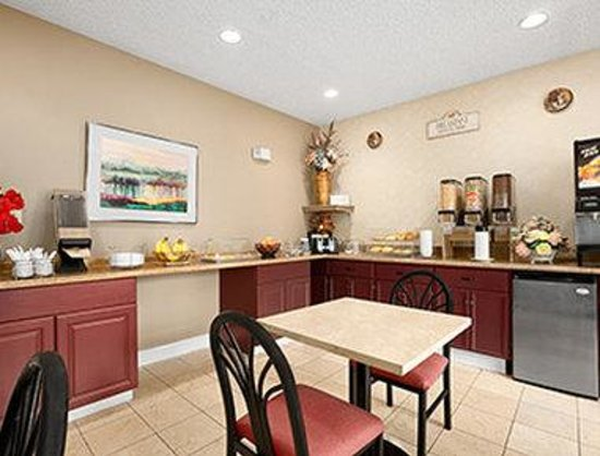 Howard Johnson Inn and Suites Vancouver by Vancouver Mall : Breakfast Area
