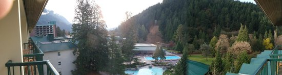 Harrison Hot Springs Resort & Spa: pool area