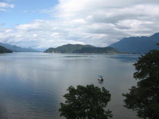 Harrison Hot Springs Resort & Spa: view from room overlooking lake