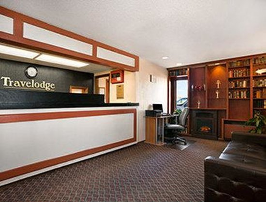 Travelodge Inn and Suites Muscatine: Lobby