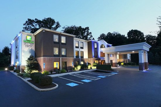Holiday Inn Express Hotel & Suites West Chester: Hotel Exterior