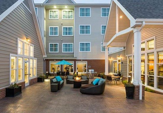 Residence Inn Fargo : Outdoor Patio