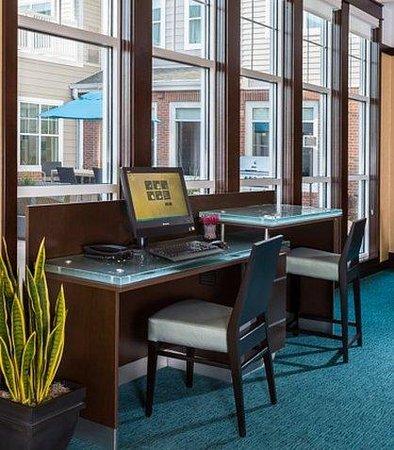 Residence Inn Fargo : Business Center