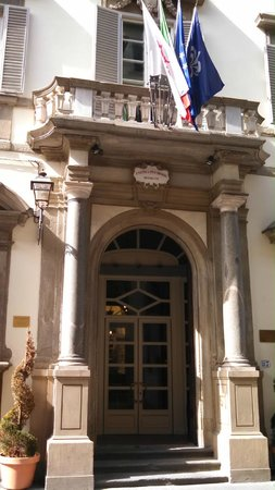 Relais Santa Croce: doorway of hotel