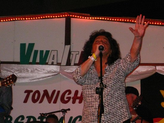 Hotel Bella Costa: Rita Chiarelli, goddess of the Canadian Blues went back to her Italian Roots to give this great
