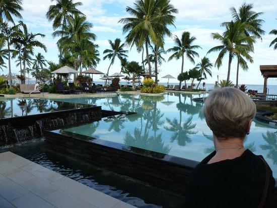 Sheraton Fiji Resort: One of Sheraton pool areas