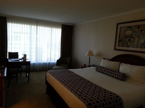 Crowne Plaza Santiago: My Room