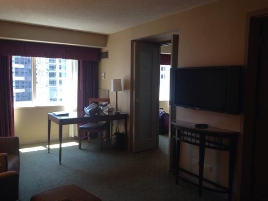 Omni Chicago Hotel: spacious living room area