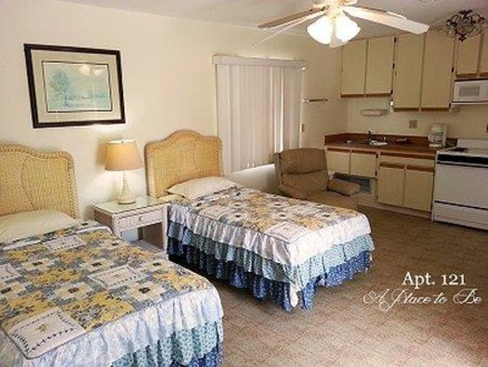 A Place to Be Motel: Apt Bedandkitchen