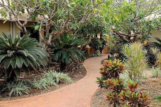 Bali Hai Resort & Spa: Beautiful walkways throughout premises