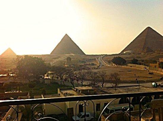 Pyramids View Inn: Vista do Terraço.