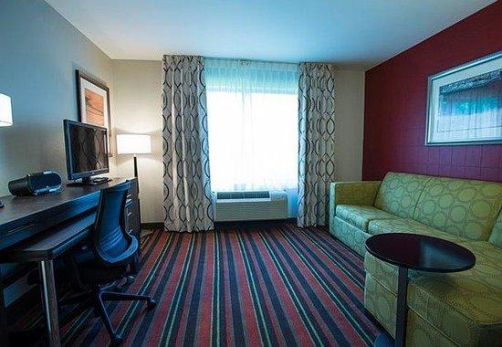Fairfield Inn & Suites : Executive Queen/Queen Suite Living Area