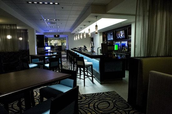 The Grand Winnipeg Airport Hotel: Blue Marble Bar