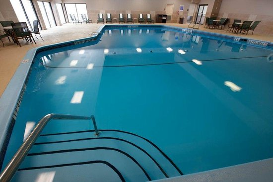 BEST WESTERN PLUS North Haven Hotel: Indoor Swimming Pool - Open 7:00am-11:00pm