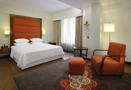 Four Points by Sheraton Ahmedabad: Four Points Suite Bedroom