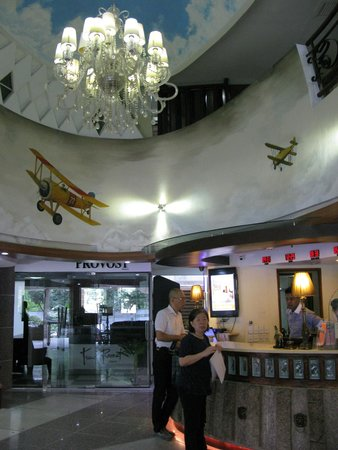 Wellcome Hotel: 一樓大廳