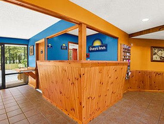 Days Inn Chincoteague Island: Lobby