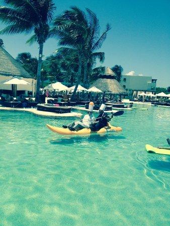 Secrets Maroma Beach Riviera Cancun: Pool snack delivery
