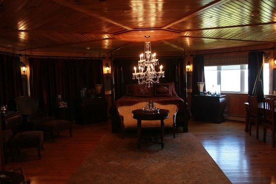 Point of View Suites at Louisbourg Gates: signature suite
