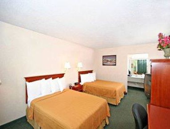 Greensboro East Motel: Two Double Beds Room