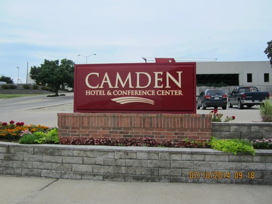 Camden Hotel & Conference Center: Front of Hotel