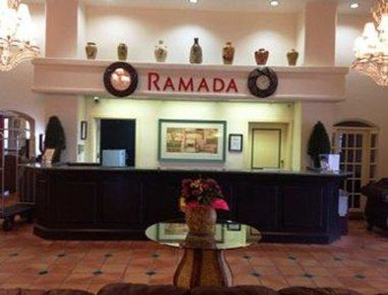 Ramada Kissimmee Downtown Hotel: Front Desk