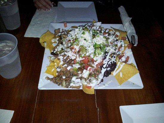 Tuluum Restaurante & Tequila Bar: Tulum Chicken nachos, mmm very good!