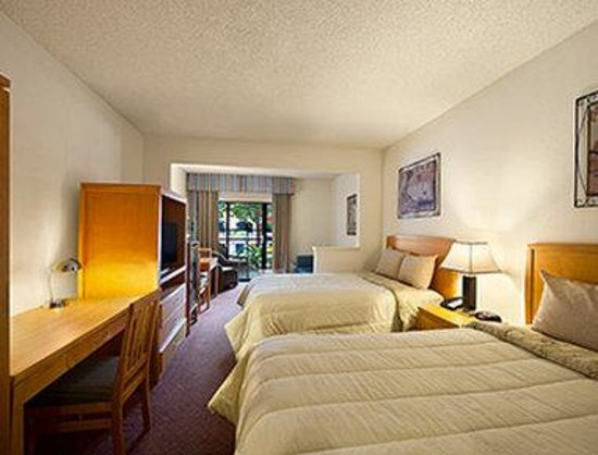 Ramada Kissimmee Downtown Hotel: 2 Double Bed Room