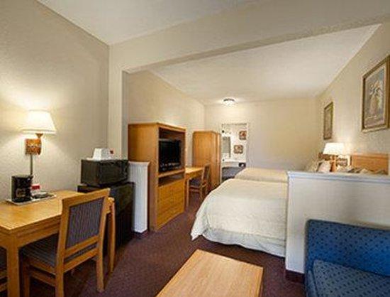 Ramada Kissimmee Downtown Hotel: 2 Twin Bed Room
