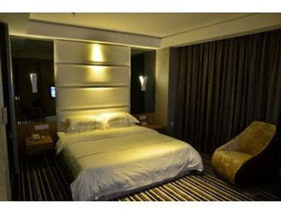 Super 8 Foshan Dalicheng South 1st Road : One King Bed Room