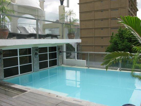 Wellcome Hotel: 泳池