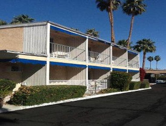 Cambridge Inn: Welcome to the Travelodge Palm Springs