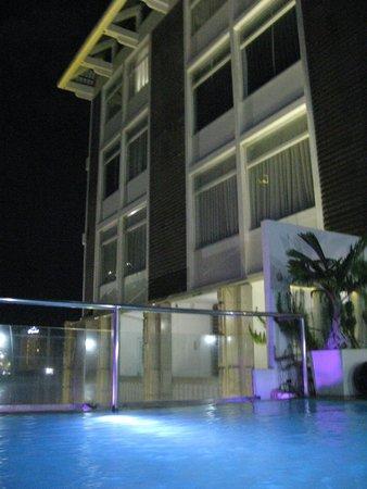 Wellcome Hotel: 窗外景觀