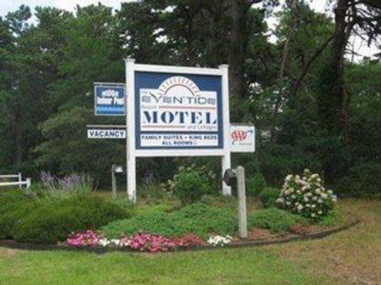 Even'tide Resort Motel and Cottages: Hotel Sign