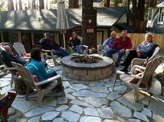 Heavenly Valley Lodge Bed & Breakfast : Fun Firepit Happy Hour