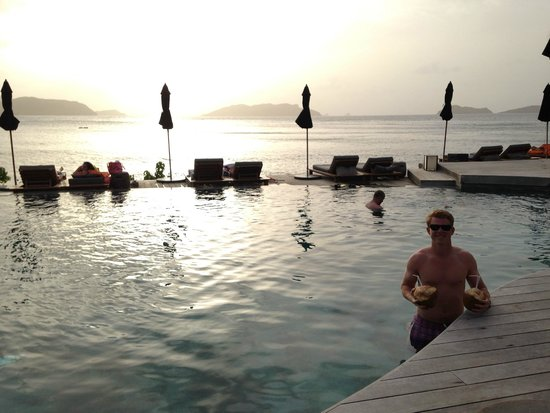 Christopher St Barth : pool at sunset