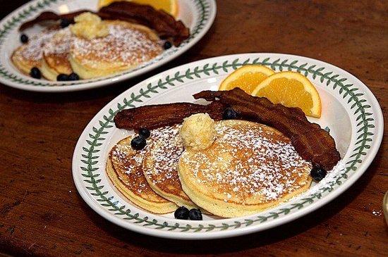 Long Dell Inn: Complimentary Gourmet Breakfast