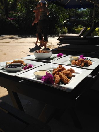 First Landing Beach Resort & Villas: Lunch by the pool
