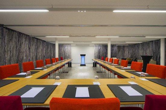 W Verbier : MEETING/Studio Boardroom