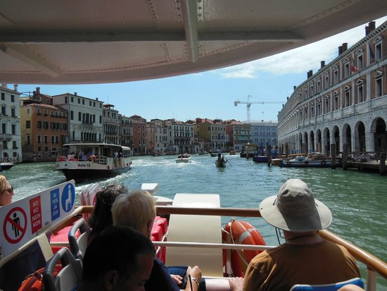 Hotel Alle Guglie : Close to the train and boat station on the grand canal.