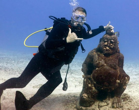 Reef Pirates Diving: chillin wit buddha